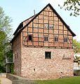 Schulenburg Bodenwerder mit Stadtmauer (cropped).jpg