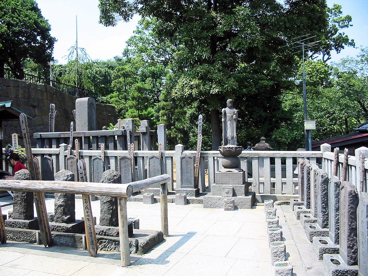 http://upload.wikimedia.org/wikipedia/commons/thumb/5/5c/Sengakuji_47_ronin_graves.jpg/1280px-Sengakuji_47_ronin_graves.jpg