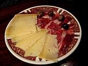 Tapa de jamón y queso.