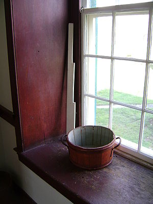 English: Shaker pale on window sill