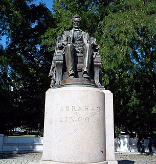 <i>Abraham Lincoln: The Head of State</i> statue