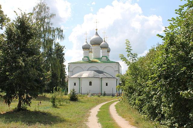 https://upload.wikimedia.org/wikipedia/commons/thumb/5/5c/Solotcha_Monastery_7.JPG/640px-Solotcha_Monastery_7.JPG