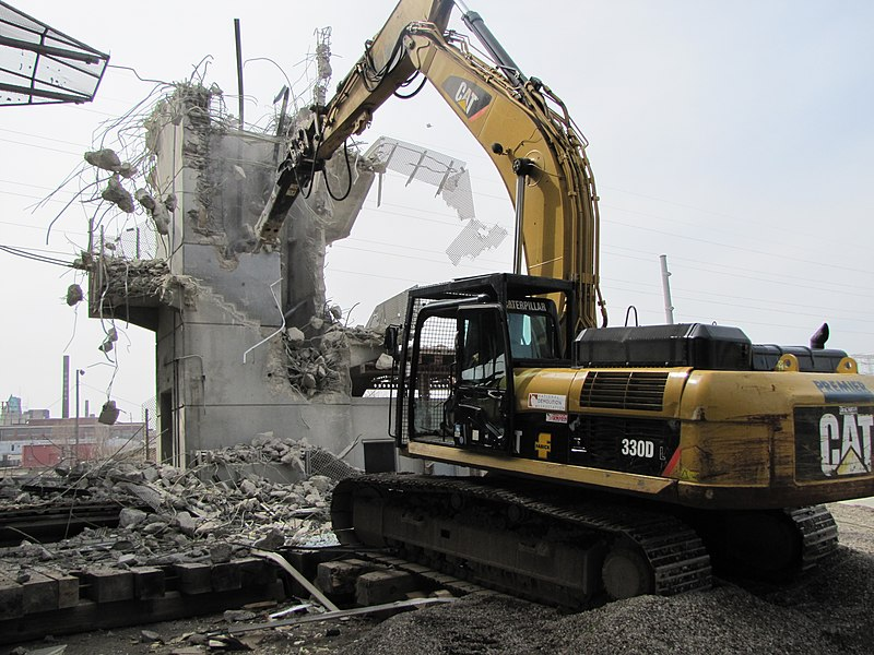 File:St Louis MetroLink - Grand Station elevator tower demolition.jpg