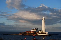 St Mary's lighthouse - geograph.org.uk - 1184641.jpg