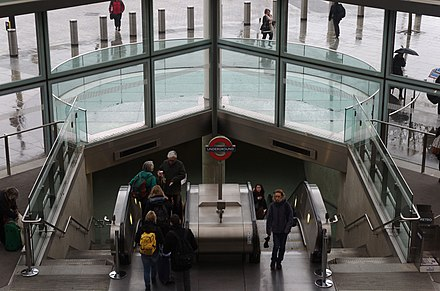 One of the entrances to King's Cross St Pancras tube station from the St Pancras concourse. St Pancras railway station MMB G9.jpg