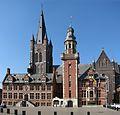 Stadhuis en Sint Vincentiuskerk Eeklo.jpg