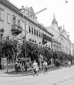 Széchenyi tér 5. volt Kvártélyház, ma Zalaegerszeg városi közgyűlési terme található benne. Jobbra az Arany Bárány szálloda. Fortepan 4025.jpg