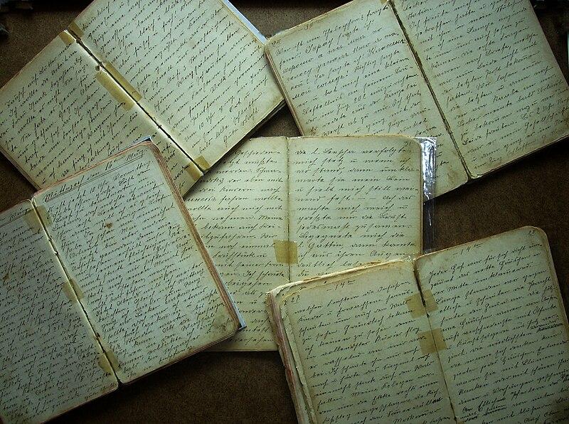 File:Tagebücher, die Jakob Unrau während des Dienstes als Sanitäter im Ersten Weltkrieg geschrieben hat.(sieh Artikel UNRAU)..jpg