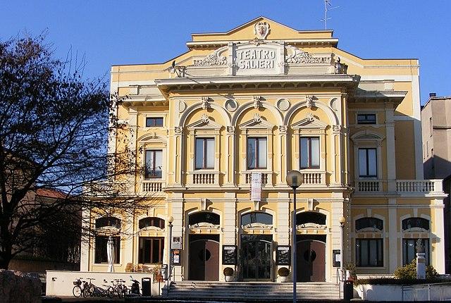 Театр Сальери в Леньяго, на родине композитора, где с давних пор ежегодно проводятся посвящённые ему фестивали