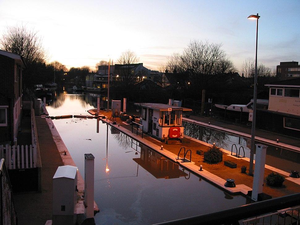 Thames Lock, Brentford, Spring Tide, Twilight, 20050113