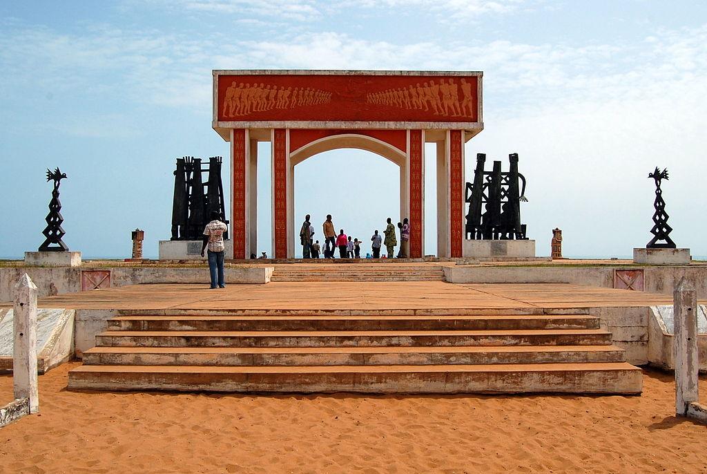 File the door of no return in ouidah november for Door of no return