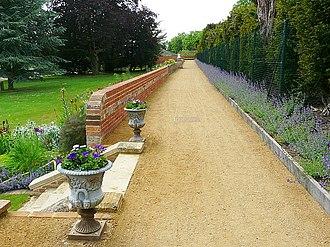 Caversham Court - The Long Walk