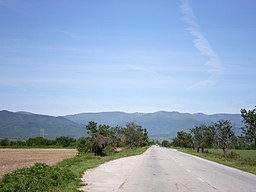 The road to the village of Litakovo at the bottom of the Rjana mountain.jpg