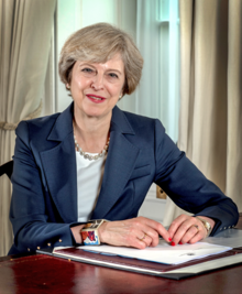 Portrait officiel de Theresa May.