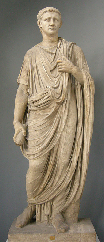 A statue of Claudius in the Vatican museum. Togato con tesa dell'imperatore claudio, inv. 2221.JPG