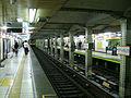 TokyoMetro-G04-Aoyama-1chome-station-platform.jpg