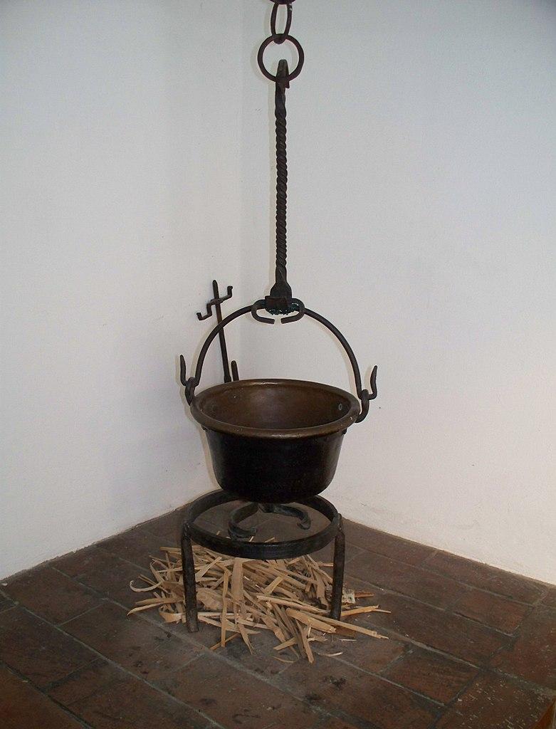 File:Topf in der historischen Küche, Fuggerei.JPG ...