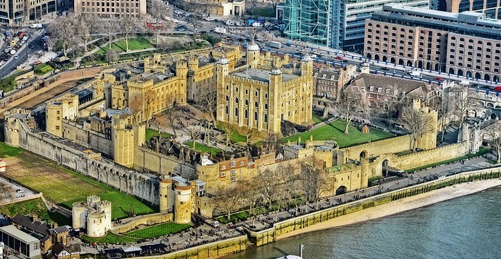 Tower of London (10127246116).jpg