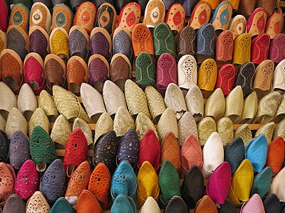 Picture of babouche shoes in a market in Fès.