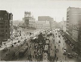 Trams and traffic at Railway Square.jpg
