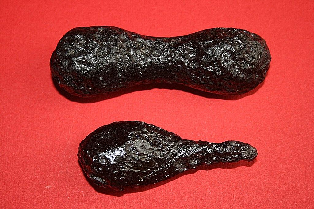 Foto con due meteore tectiti