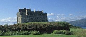 Entrapment (film) - Duart Castle, the location of MacDougal's hideout