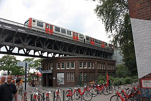 U3 (Hamburg U-Bahn) - Image: U Bahn Station Landungsbrücken