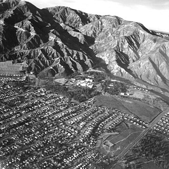 1971 San Fernando earthquake - The San Gabriel Mountains with the Veterans Hospital complex in center (above) and selected cities with reported felt intensity in the United States (below)