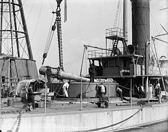 Amphitrite-class monitor - Fitting the main guns to a turret of USS Miantonomoh at the New York Navy Yard, circa 1890