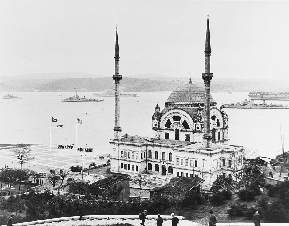 Photo d'Istanbul : Vaisseaux militaire américains dans le Bosphore en 1950.