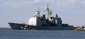 US Navy 091204-N-2456S-010 der Ticonderoga-Klasse Lenkwaffenkreuzer USS Anzio (CG-68) kehrt nach Abschluss eines sechsmonatigen Einsatzes in den Verantwortungsbereichen der 5. und 6. US-Flotte zur Naval Station Norfolk zurück.jpg