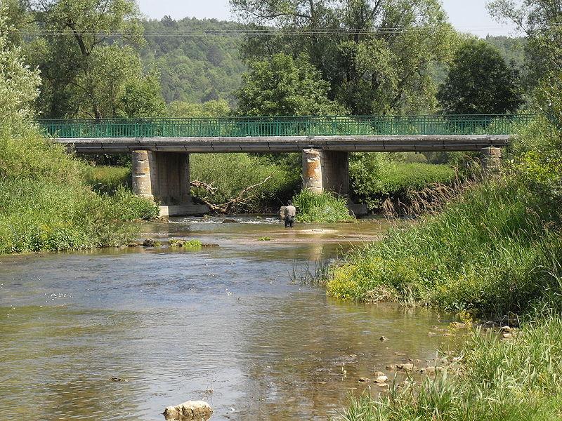 France, Ugny-sur-Meuse, Meuse (55) - le pont sur la Meuse.
