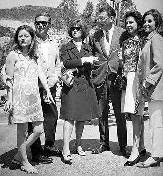 Mark Robson -  On set of Valley of the Dolls (1967), L-R: Patty Duke, Mark Robson, Lee Grant, David Weisbart (producer), Jacqueline Susann (author of book), and Barbara Parkins