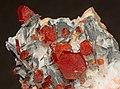 Vanadinite, baryte, hollandite (2).jpg