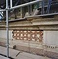 Voorgevel, detail, in de steigers, tijdens restauratie - Wassenaar - 20348232 - RCE.jpg