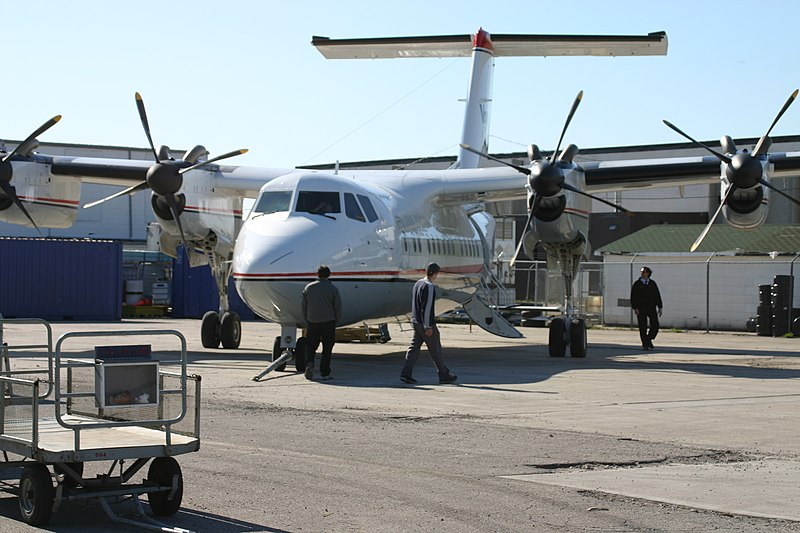 File:Voyageur Airways Dash 7 in Winnipeg, 2005.jpg