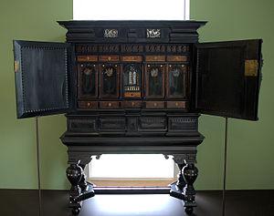 Herman Doomer - Tulip cabinet by Doomer in the Museum Boijmans Van Beuningen