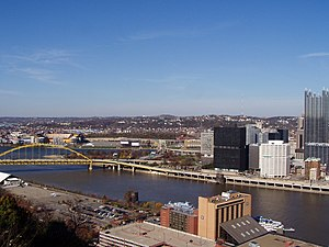 Wabash Bridge (Pittsburgh) - A view of the Wabash Bridge piers, 2004.