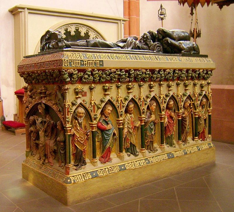 Gravmæle for Wendelin med apostelfigurer på siden (ca 1400), i basilikaen St Wendelinus i St. Wendel i Saarland; selve graven befinner seg bak høyalteret
