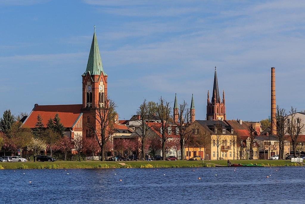 Aussicht auf die Kirche St. Maria Meeresstern und die Heilig-Geist-Kirche in Werder (Havel)