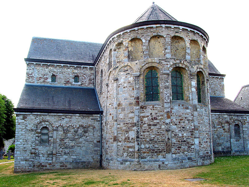 Xhignesse, apse and right transep of the Saint Peter's church (end of the XIth century).