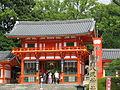 Yasaka-jinja nishi-romon2.jpg