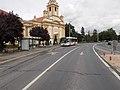 'Kapuvár, Fő tér' buszmegálló, Szent Anna-templom, 2019 Kapuvár.jpg