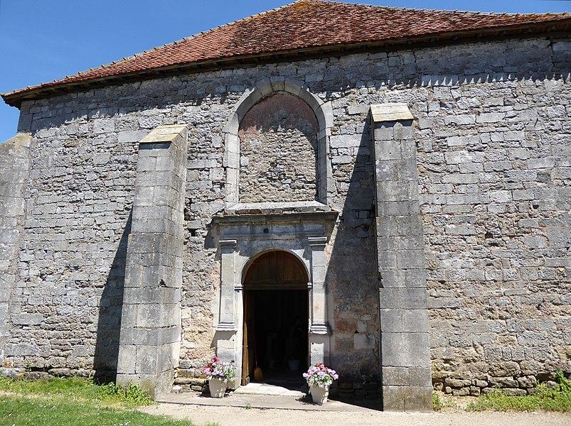 Portail ouest de l'église Saint-Brice d'Autreville dans le département des Vosges en France.