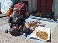İbrahimpaşa-Femme épluchant des noix.jpg