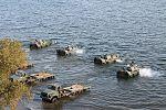 Інженерні підрозділи навели на Дніпрі під Херсоном понтонно-мостову переправу (30351476902).jpg