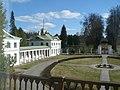 Вид на юго-восточный флигель с главного дома.jpg