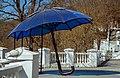 Зонтик на сонячних батареях в парку.jpg