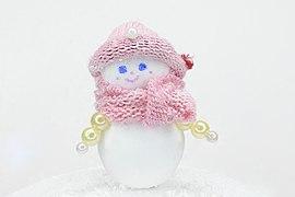 Игрушечный снеговик изготовленный своими руками из пенопласта и старых носков.jpg