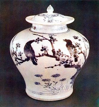 Joseon white porcelain - Image: 백자 청화매조죽문 유개항아리